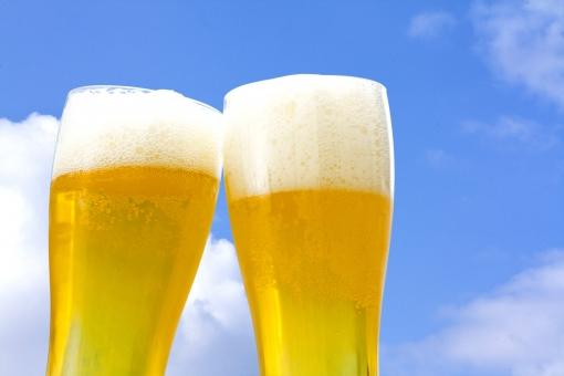 宴会はビールで乾杯