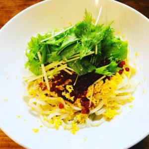殻付大海老(2匹付)と帆立貝の煮炊き酸辣麺